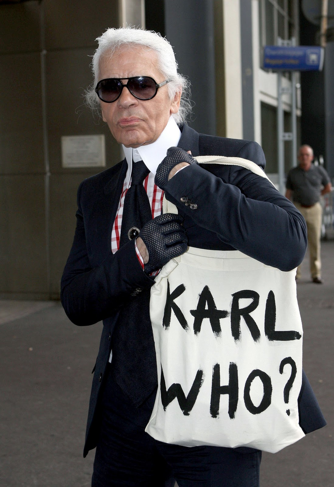 http://www.affashionate.com/wp-content/uploads/2012/10/karl-lagerfeld-1.jpg