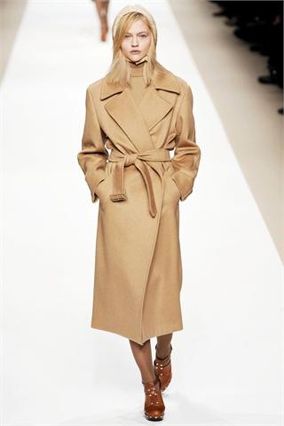the camel coat winter must have affashionate com. Black Bedroom Furniture Sets. Home Design Ideas