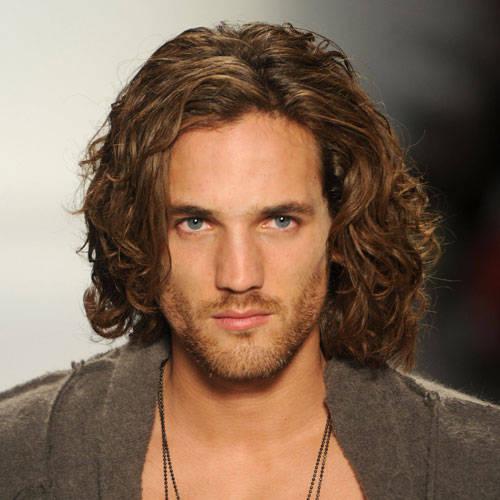fashionable-men-haircut-for-wavy-hair-413