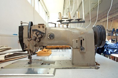 10962253-dettagli-di-una-macchina-da-cucire-in-una-fabbrica