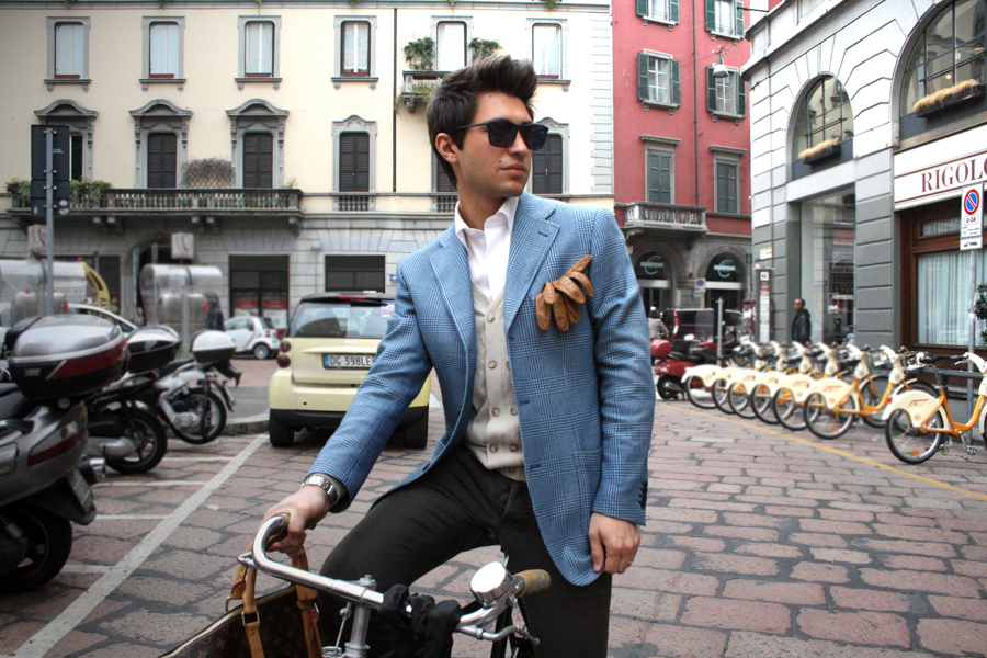 Filippo-gloves-jacket-blue-leather-milano-streetstyle1