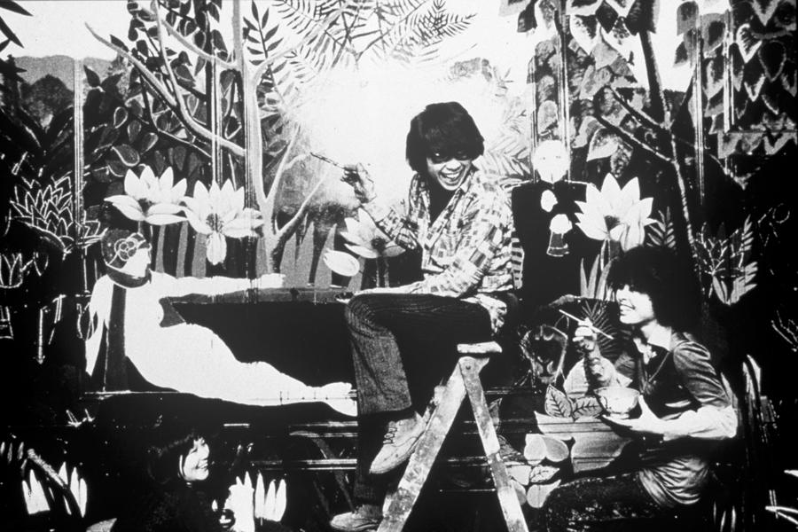 KENZO_1970_Kenzo+Takada+in+the+first+KENZO+Shop+in+Galerie+V