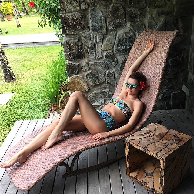 -mood. #elenabarolo wears #4giveness bikini #Seychelles #flowermood #flowers #bikini #retro…