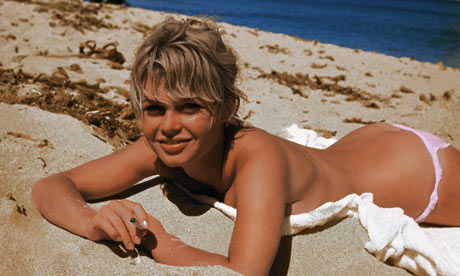Brigitte-Bardot-Sunbathin-001