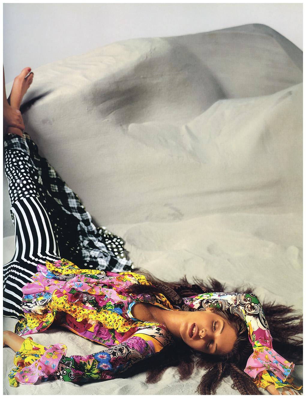 stephanie-seymour-versace-spring-1993-richard-avedon