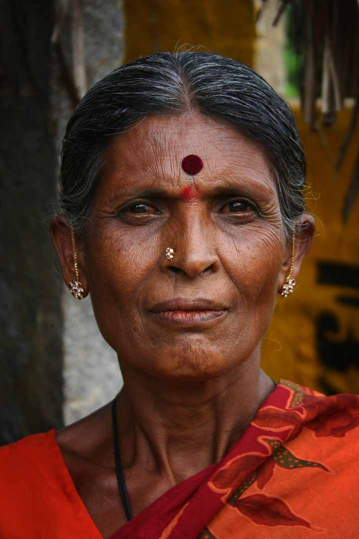 Indian_Woman_with_bindi