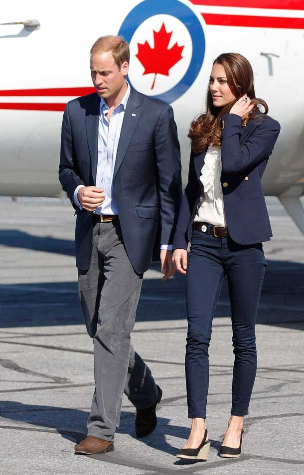 kate-middleton-flight-outfit-image-1-464012517