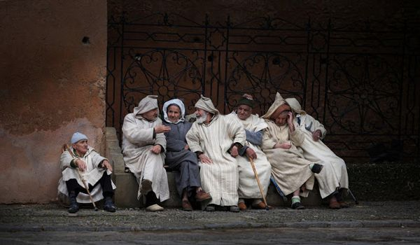 national-geographic-traveler-photo-contest-2012-merit-winner-old-men-with-djellaba-sau-khiang-chau