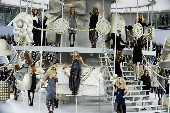 bf8071f1b08a543c_Chanel_Fashion_Show_C