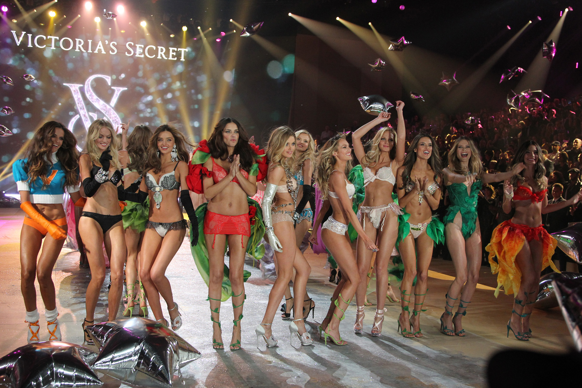 fashion-show-runway-2012-finale-victorias-secret-hi-res