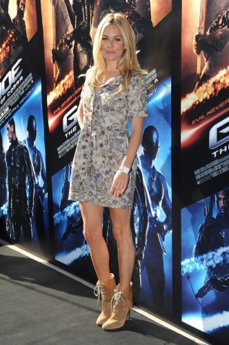g-i-joe-the-rise-of-cobra-sydney-photocall-sienna-miller-7591515-332-500_205726908