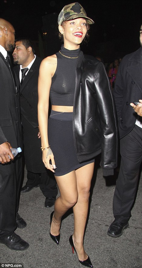 rihanna-skin-tight-outfit