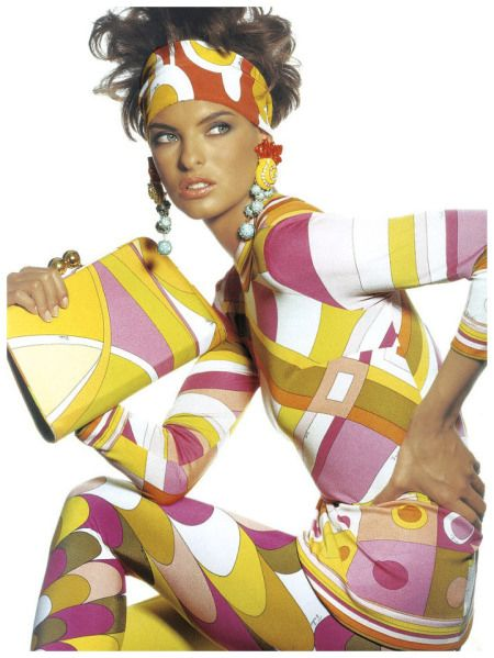 linda-evangelista-wearing-pucci-for-vogue-us-may-1990-photographer-irving-penn