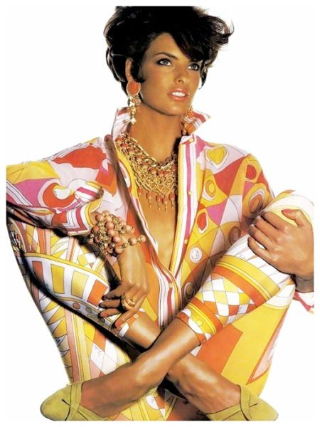 linda-evangelista-wearing-pucci-for-vogue-us-may-1990-photographer-irving-penn-det-1