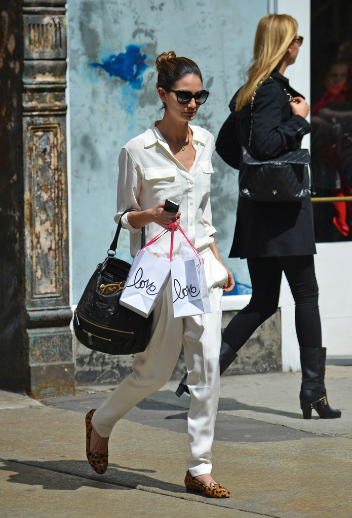 lily-aldridge-new-york-city-equipment-signature-silk-shirt-31-phillip-lim-draped-trousers-charlotte-olympia-kitty-flats-givenchy-pandora-bag-1