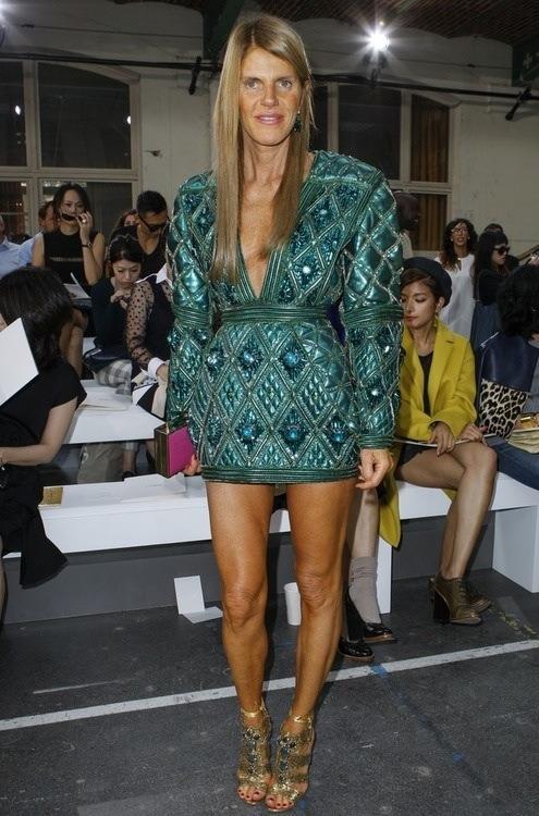 la-modella-mafia-Anna-Dello-Russo-2013-street-style-in-a-green-Balmain-dress-2