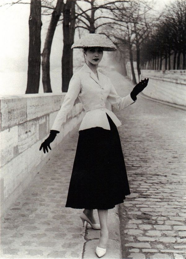 new-look-collection-bar-suit-by-christian-dior-in-paris-1947-spring-summer
