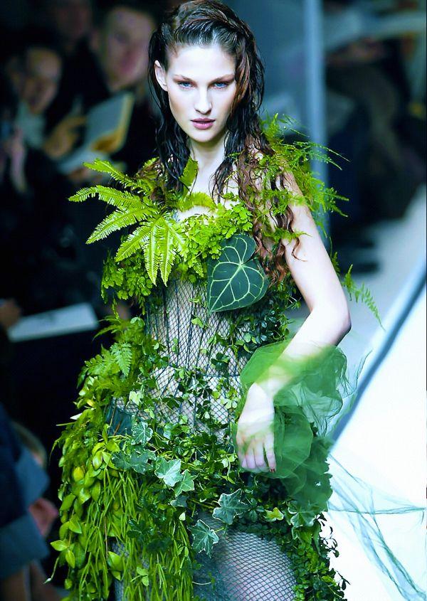 bride-at-jean-paul-gaultier-haute-couture-spring-2002