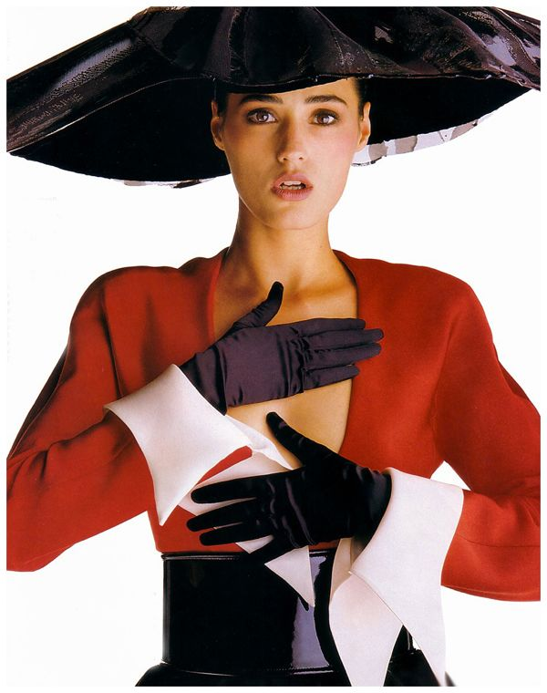 yasmin-le-bonc2a0-lanvin-by-claude-montana-fall-1990-couturec2a0photo-giles-bensimon-1990