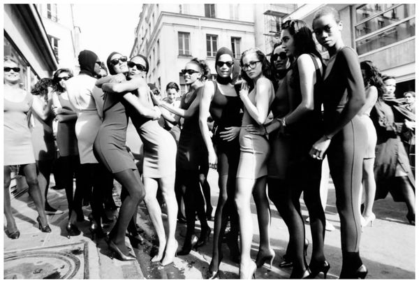 models-gather-at-the-end-of-azzedine-alaia_s-paris-show-ph-arthur-elgort-1986