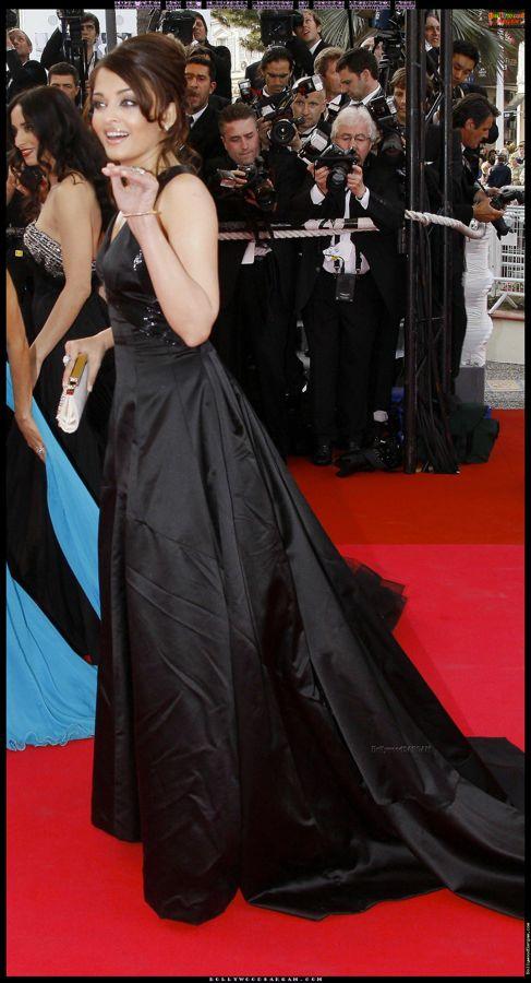 Aishwarya_Rai_and_Abhishek_Bachchan_at_Cannes_Festival_2008_BollywoodSargam_talking_456011