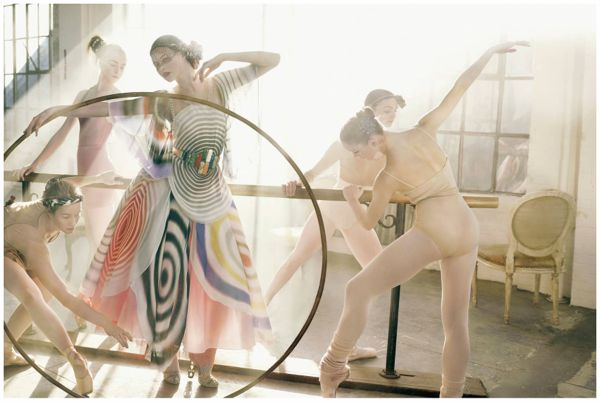 fendi-fashion-story-vogue-italia-2007-mark-seliger