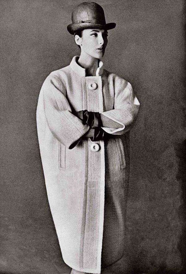 oscar-de-la-renta-wool-coat-elizabeth-arden-genlux