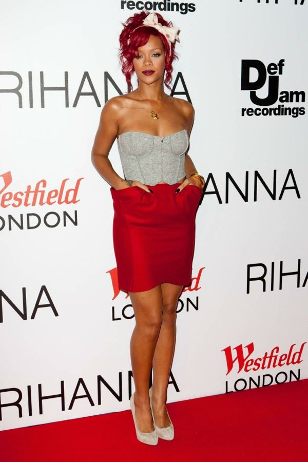 rihanna-at-westfield-london-to-switch-the-christmas-lights-red-carpet-november-th-rihanna-red-carpet-1721141486