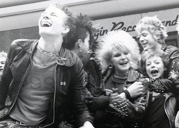 Punks-in-Bristol-1980-9
