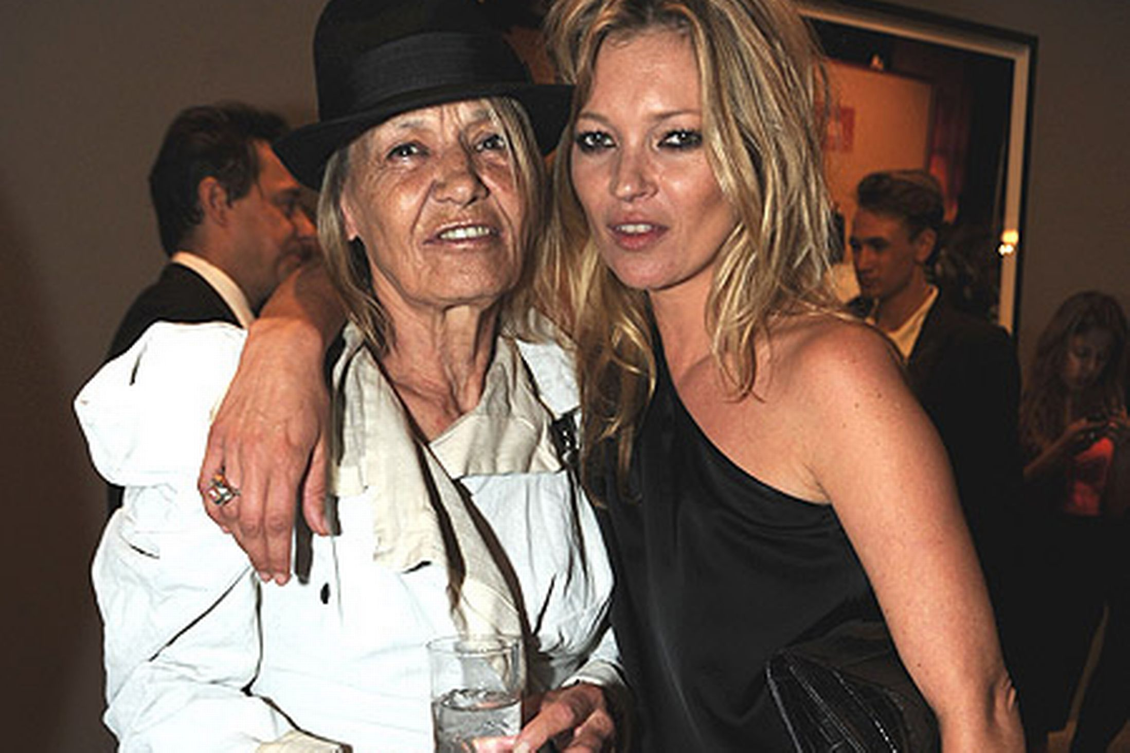 kate-moss-and-anita-pallenberg-pic-rex-778657232
