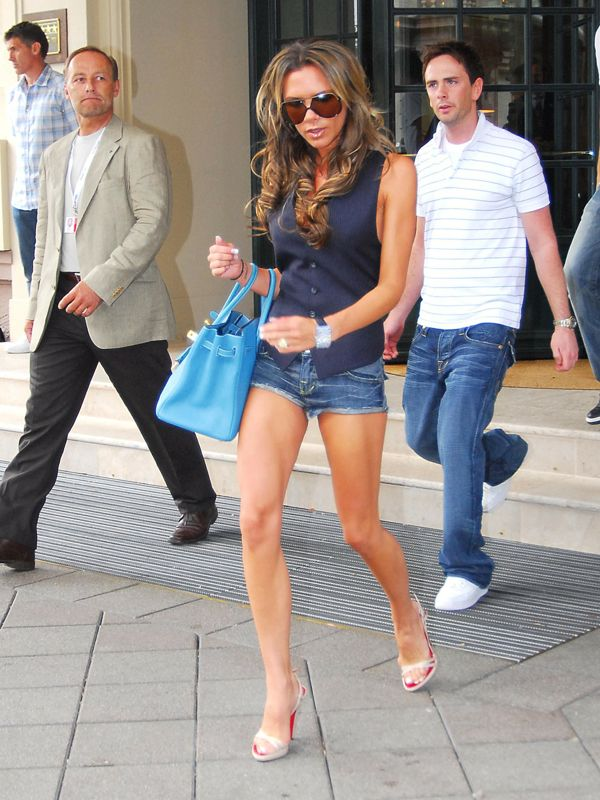 england-football-players-wives-and-girlfriends-depart-to-cologne-for-englands-match-against-sweden-20-june-2006-1