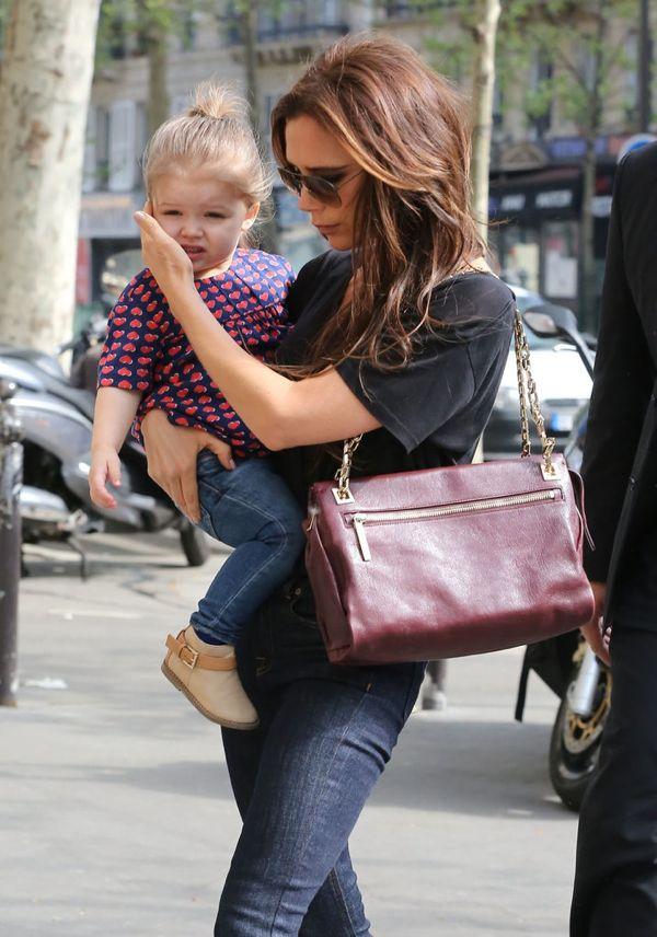 Victoria-Beckham-held-her-daughter-Harper-Paris