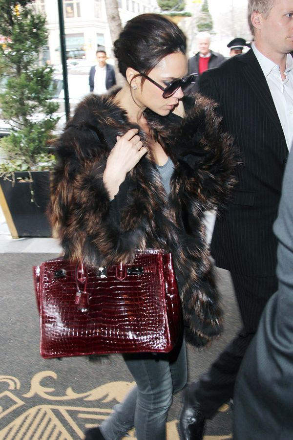 victoria_beckham_red_bag_her