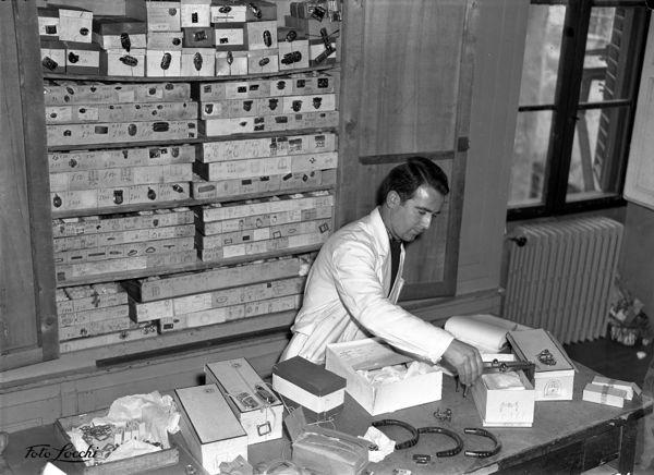Craftsman-Gucci-Florence-workshop-1953-HR