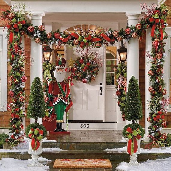 Fresh-Festive-Christmas-Entryway-Decorating-Ideas_10