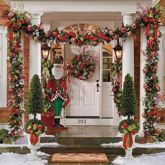 Fresh-Festive-Christmas-Entryway-Decorating-Ideas_10