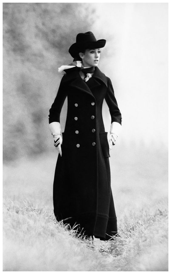 marisa-berenson-in-an-overcoat-and-bowler-hat-1968-photo-arnaud-de-rosnay