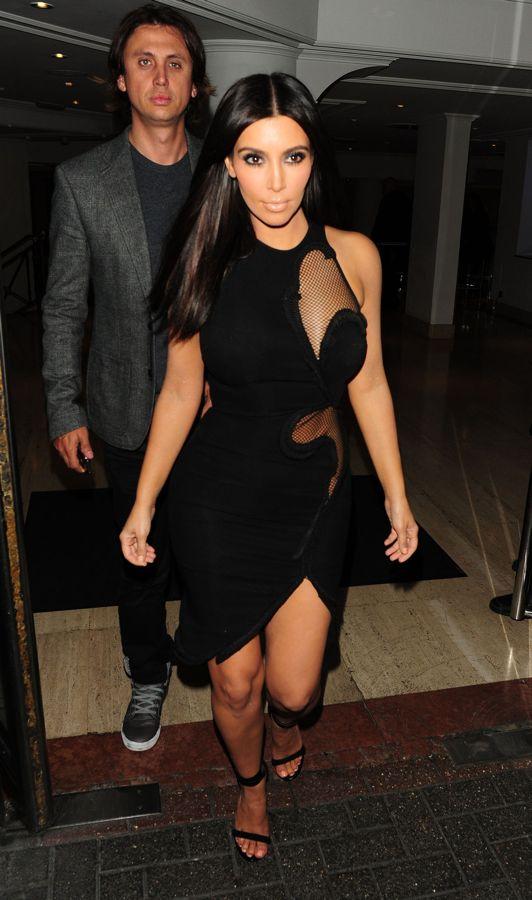 kim_kardashian_schwarzes_kleid