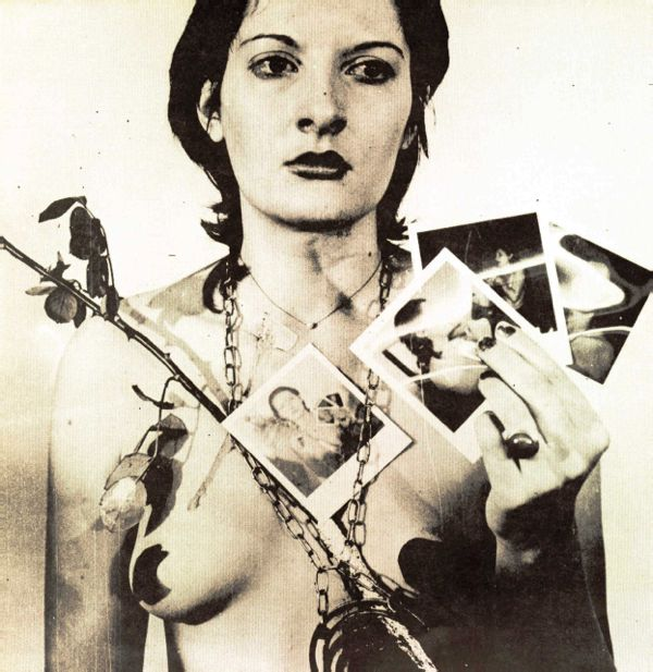 marina-abramovic-rhythm-0-1974