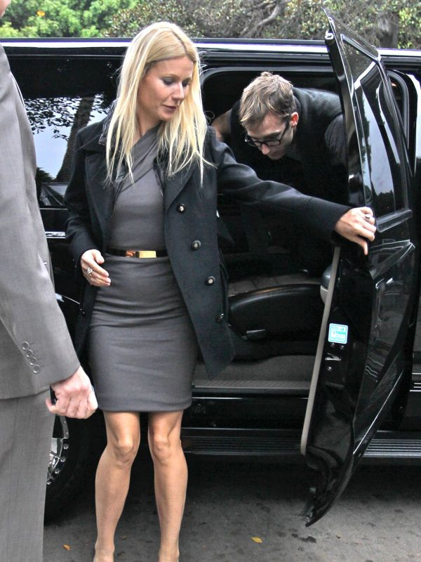 gwyneth_paltrow_gray_belt_shif