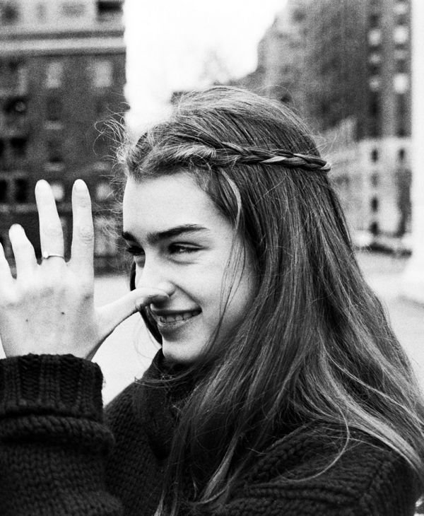 Brooke Shields Thumbing Nose At Mother