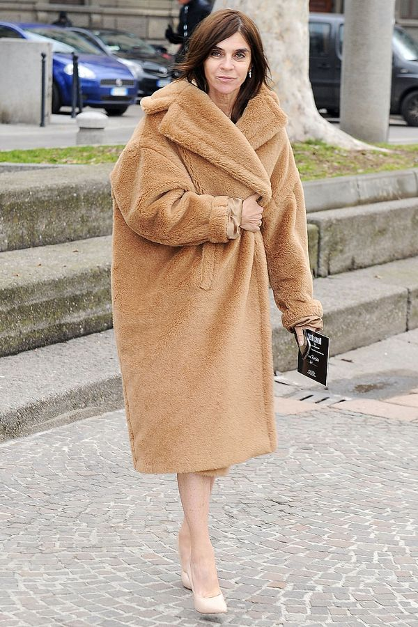 Carine-Roitfeld-stayed-cozy-chic-camel-colored-shearling