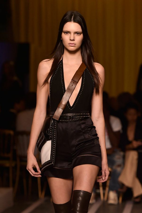 kendall-jenner-on-the-catwalk-at-givenchy-show-in-paris_1