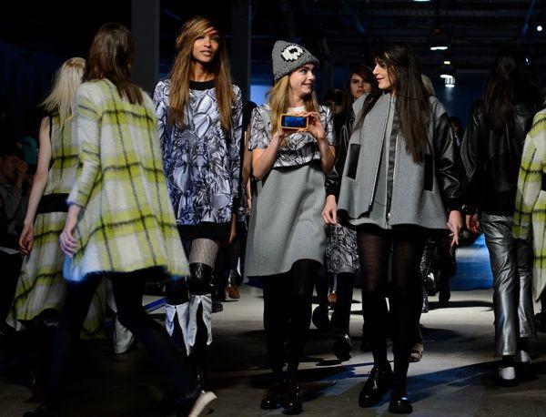 kendall-jenner-cara-delevingne-walk-runway-at-giles-show-121