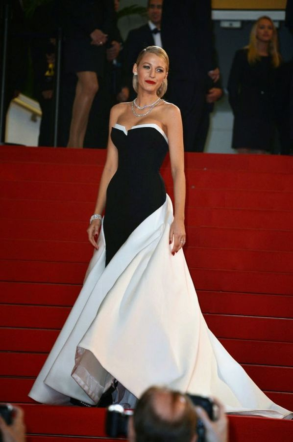 la-modella-mafia-Blake-Lively-2014-Cannes-red-carpet-fashion-black-and-white-Gucci-dress-with-diamonds-red-lips-and-an-elegant-updo-1