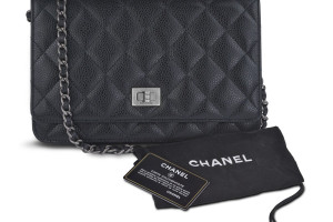 chanel_chain_bag_frt_with_dc_1024x1024