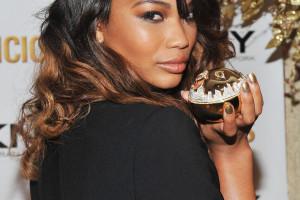 Chanel-Iman-Unveil-DKNYs-Golden-Delicious-Million-Dollar-Fragrance-Bottle-1