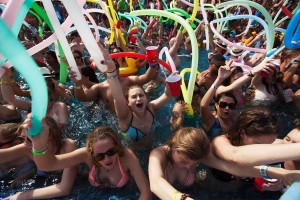 spring-breakers-pool-party-cancun